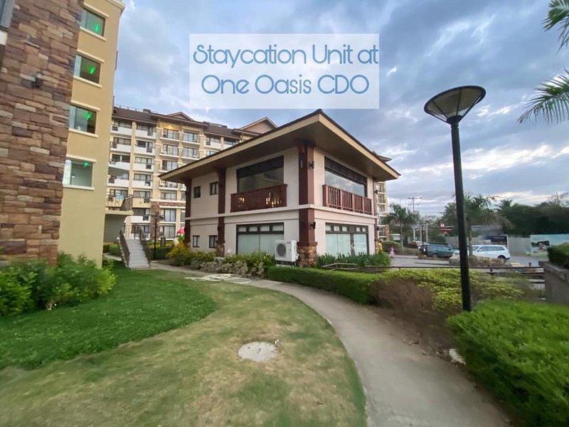 Find peace in a resort themed condo in CDO One Oasis 2BR, alquiler vacacional en Cagayan de Oro