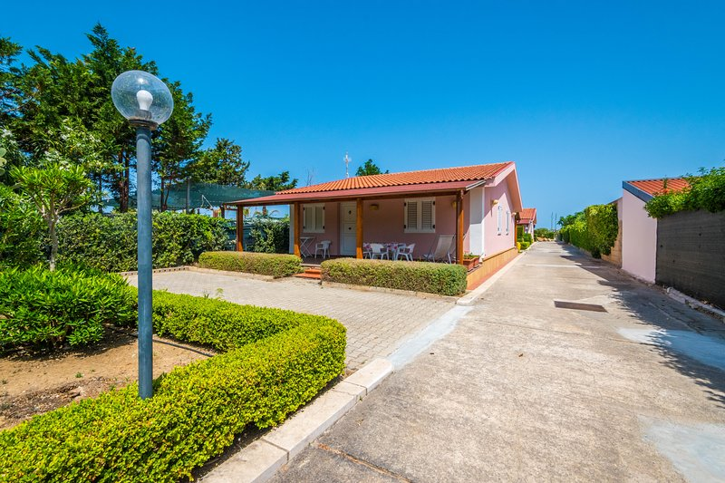 Villa Gelsomino  5, holiday rental in Campofelice di Roccella