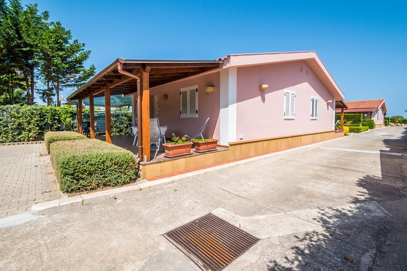Villa Cicas, holiday rental in Campofelice di Roccella