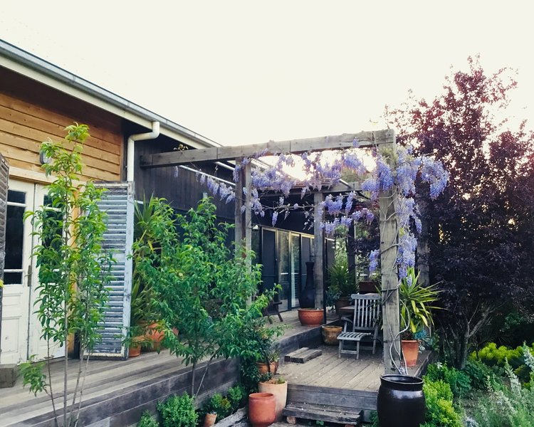 Zahalka House Daylesford - gorgeous spa country family retreat, holiday rental in Daylesford