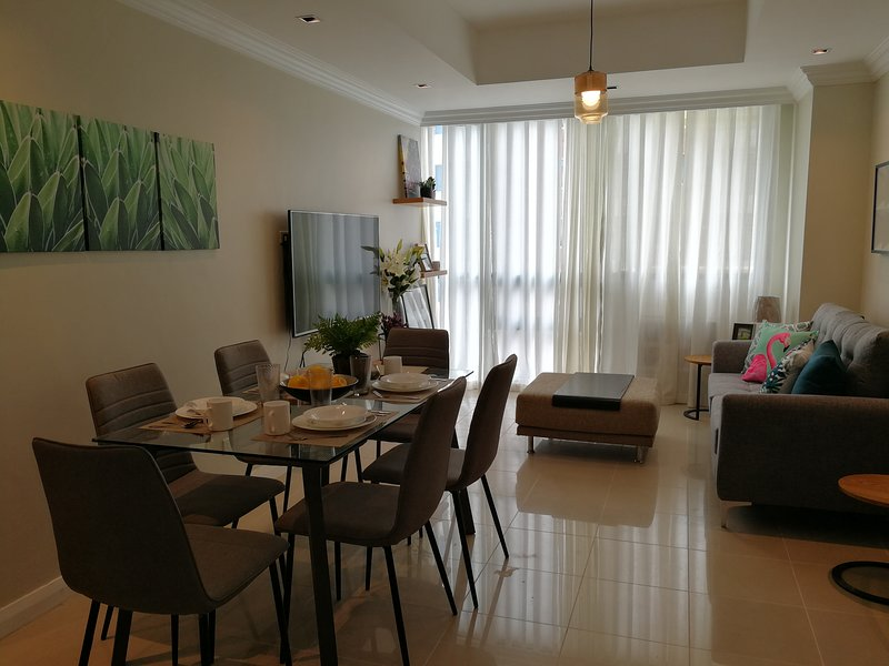 EVP - Modern Minimalist 2 Bedroom Robinsons Place Residences, vacation rental in Manila