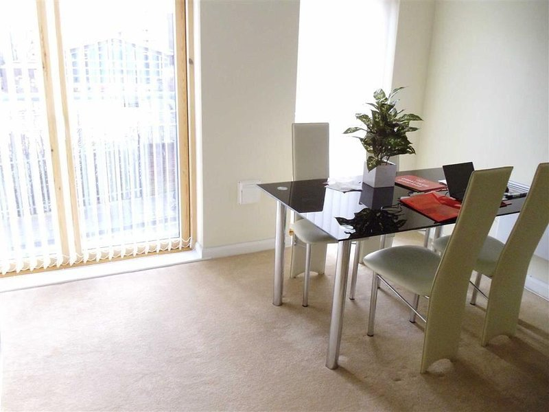 Modern 2 Bedroom Apartment in City Centre, casa vacanza a Kings Norton