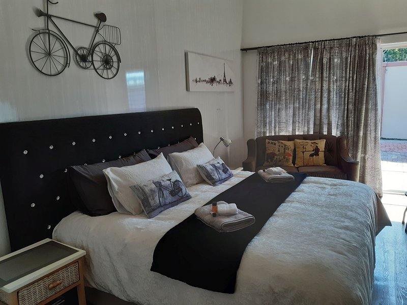 Windsong 1, vacation rental in East London