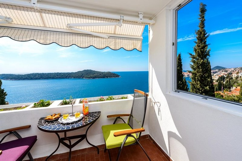 Sea View Apartments- Two-Bedroom Apartment with Balcony and Sea View ZP1, holiday rental in Sumet