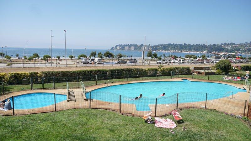 Amoblado frente al mar con Piscina en Dichato, location de vacances à Talcahuano