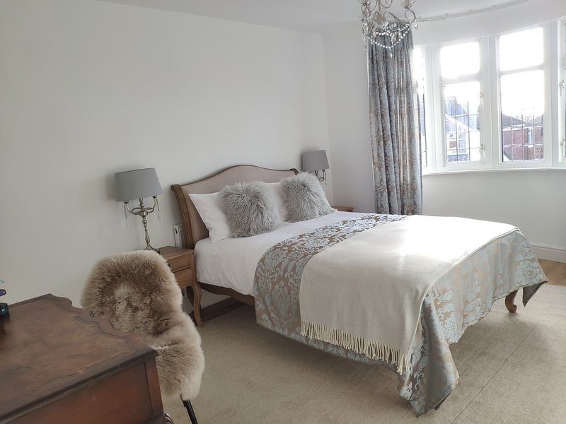 The Bluebird - Luxury Apartment, holiday rental in Watford