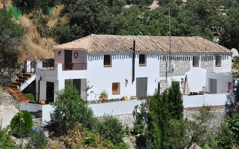 Stunning Rural Cortijo with Private Gated Swimming Pool, alquiler de vacaciones en Castillo de Locubín