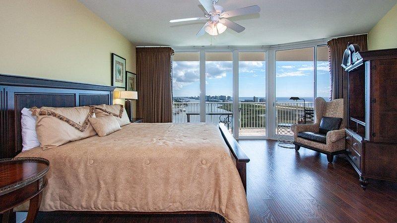 Ventilatore a soffitto, interni, mobili, letto, pavimenti