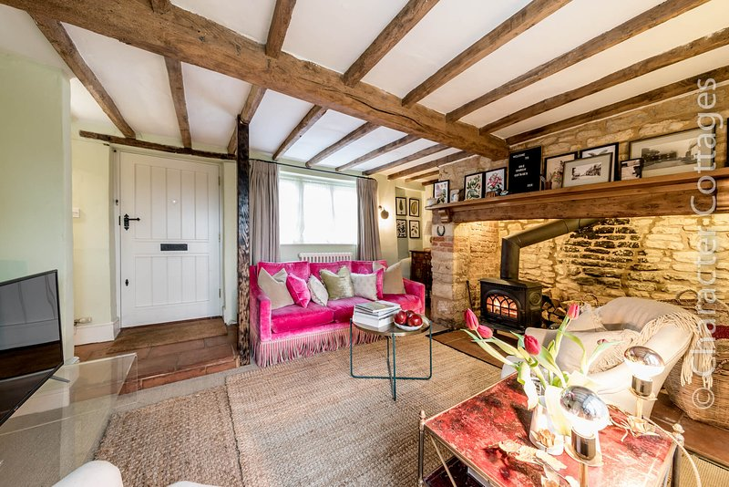 One Church Cottage is a lovely home with charming period features in Todenham, location de vacances à Stretton on Fosse