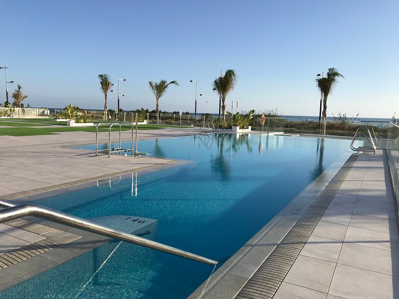 Luxurious Two Bed, Two Bath Apartment with Jacuzzi, vacation rental in El Morche