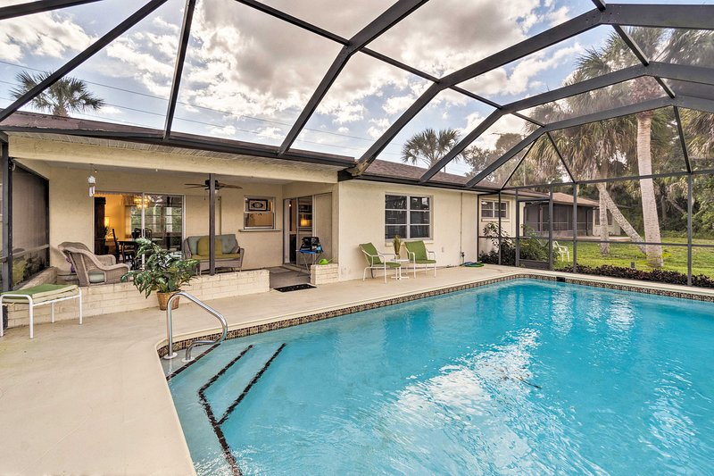 Port Charlotte Home w/ Screened Pool & Patio!, holiday rental in Fort Ogden