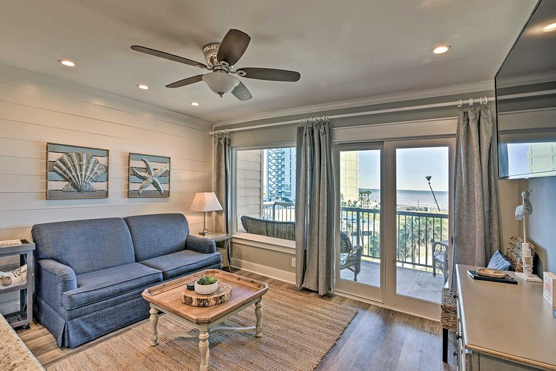 Experience scenic Galveston at this coastal-themed 1-bed, 1-bath condo!