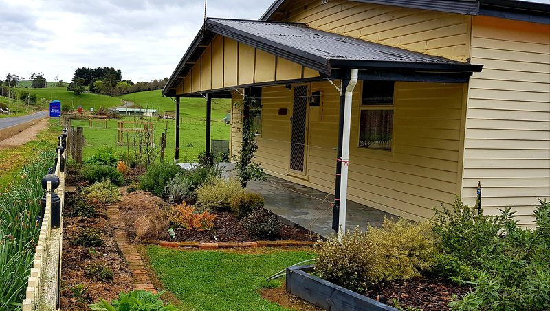 Platypus Cottage near Cradle Mountain, holiday rental in Turners Beach