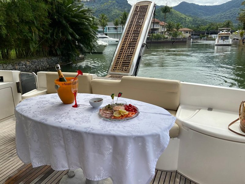 Lindo Barco Lancha Azimut 60 Pés em ANGRA, vacation rental in Angra Dos Reis