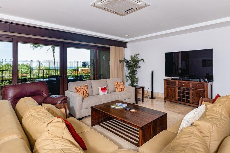 Crystal Sands 104, holiday rental in Playa Langosta