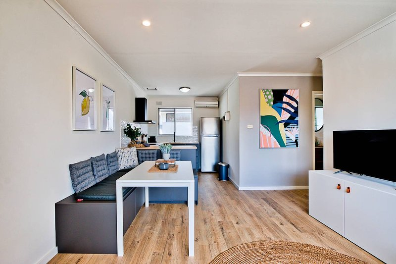 2 Bedroom Apt In Glenelg With Air-Con, casa vacanza a Glenelg