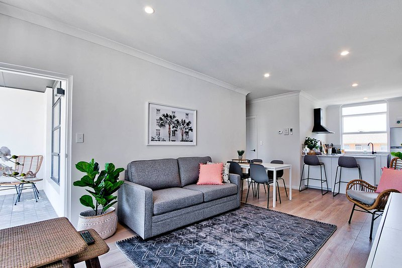2 Bedroom Apt with Balcony & Air Con in Plympton – semesterbostad i Daw Park