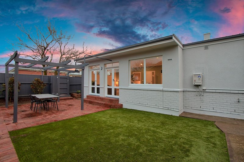 3BR Cottage With Parking Close To Adelaide CBD, vacation rental in Prospect
