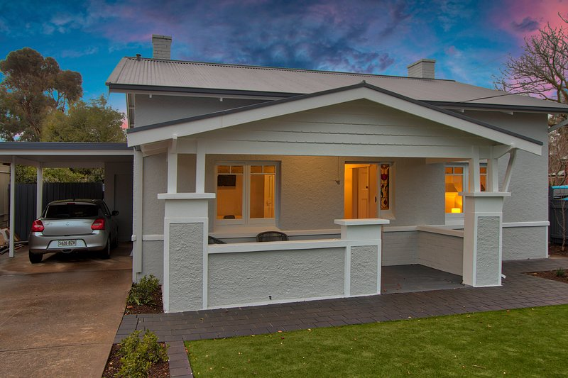 2BR Cottage With Parking Close To Adelaide CBD, vacation rental in Prospect