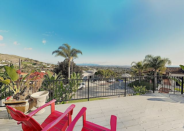 New Listing! Custom Home in the Hills - Sprawling Ocean Views on Rooftop Deck, casa vacanza a Oak View