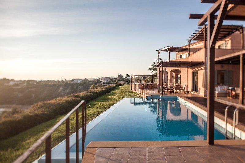 9 Bedroom Sea View Infinity Pool (Absolute Villa), location de vacances à Agia Pelagia