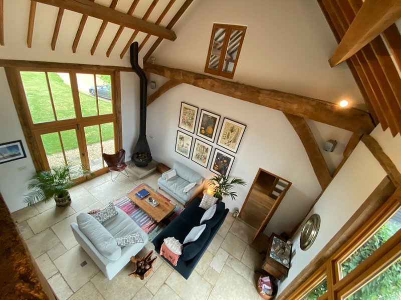 Stunning Country Barn with amazing views and wood fired hot tub, holiday rental in Princes Risborough