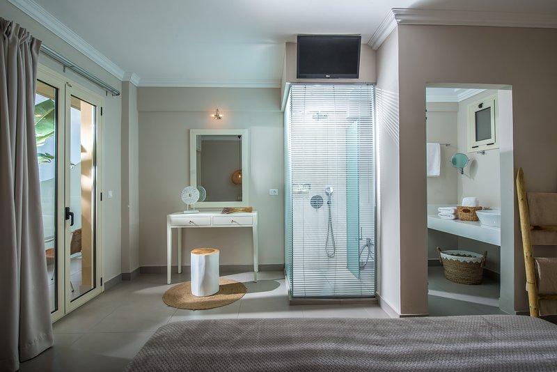 Deluxe Mini Suite Sunset Sea View Notos Heights Hotel, Ferienwohnung in Plati