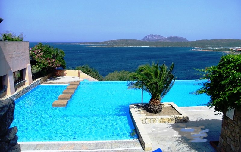 Ladunia seafront aptmt walking distance to beaches, holiday rental in Porto Rotondo