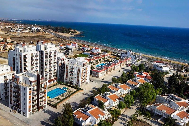 Long Beach Studio Flat Cyprus, holiday rental in Trikomo