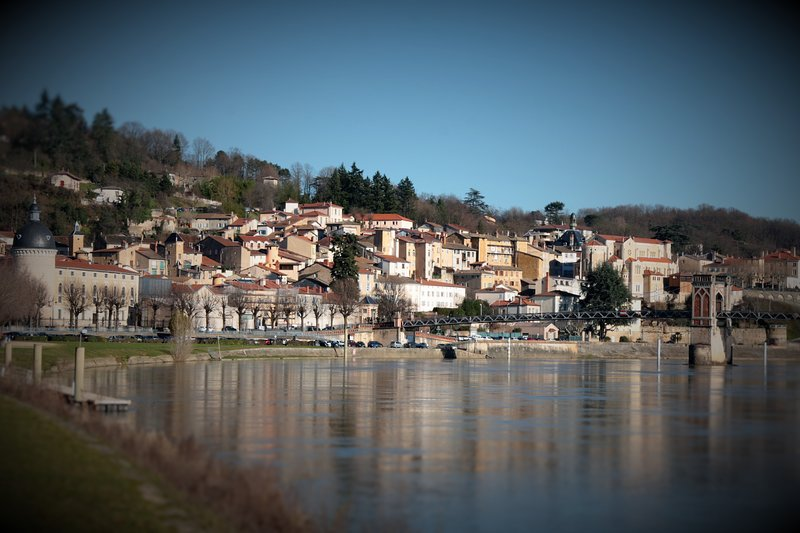 Our cottage is located in the historic center of Trévoux.
