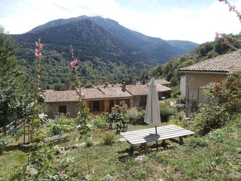 Jardin privé avec vue sur la montagne de La Frau