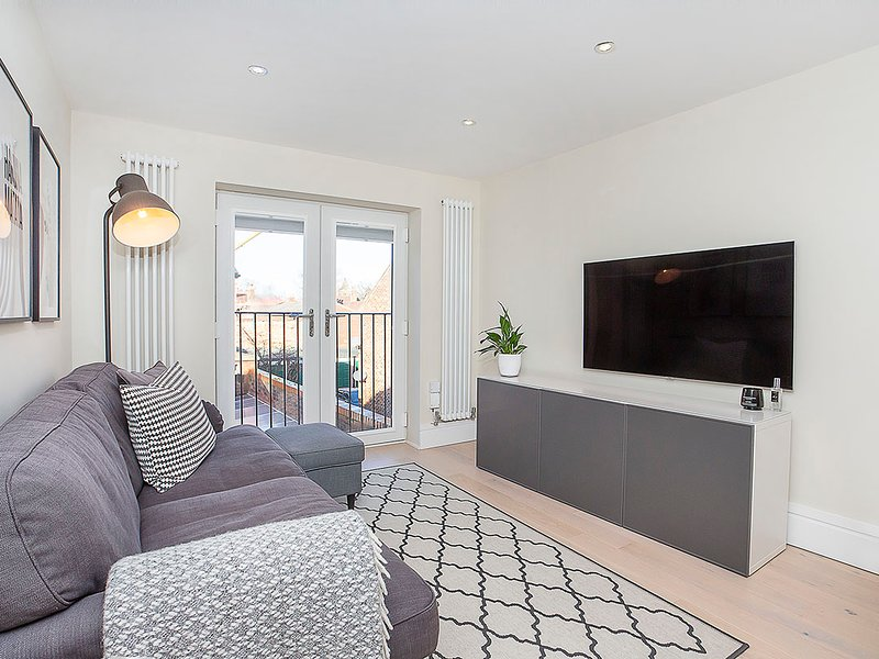 Compton Lodge Stylish 2 Bed room Apartment, holiday rental in Knapton