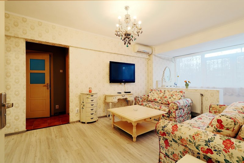 Charming 1 Bedroom Apartment, holiday rental in Pantelimon