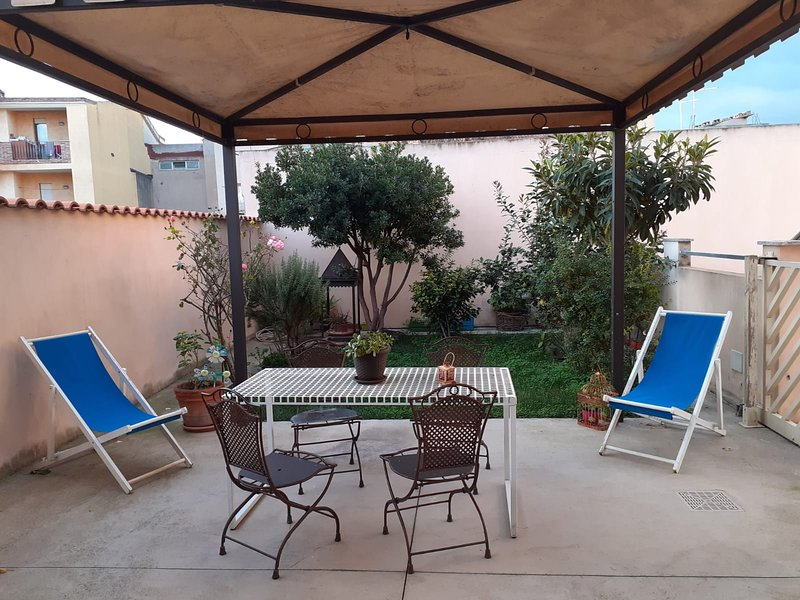 Nice apartment with garden & Wifi, vacation rental in Dolianova