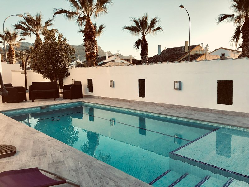 Amazing villa with swimming-pool, vacation rental in Sagra