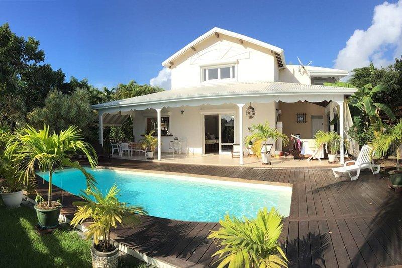 Spacious villa with swimming-pool, location de vacances à Le Gosier