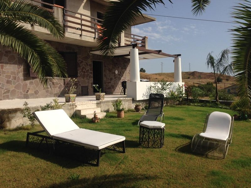 Big house with sea view & terrace, holiday rental in Staiti