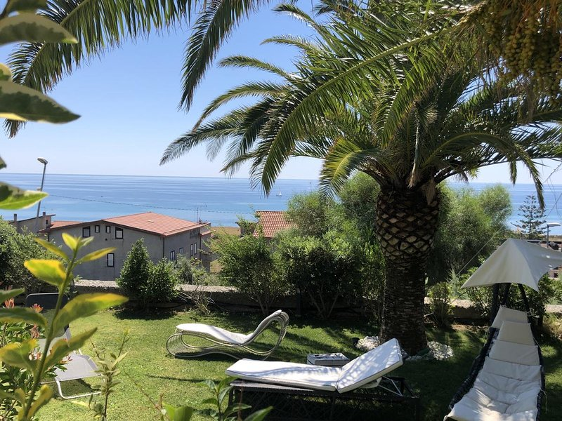 Big house with sea view & terrace, vacation rental in Condofuri Marina