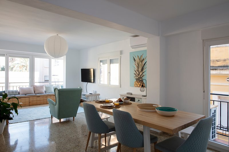 RENOVATED FABULOUS BEACH CITY APPARTMENT, holiday rental in Albalat dels Sorells