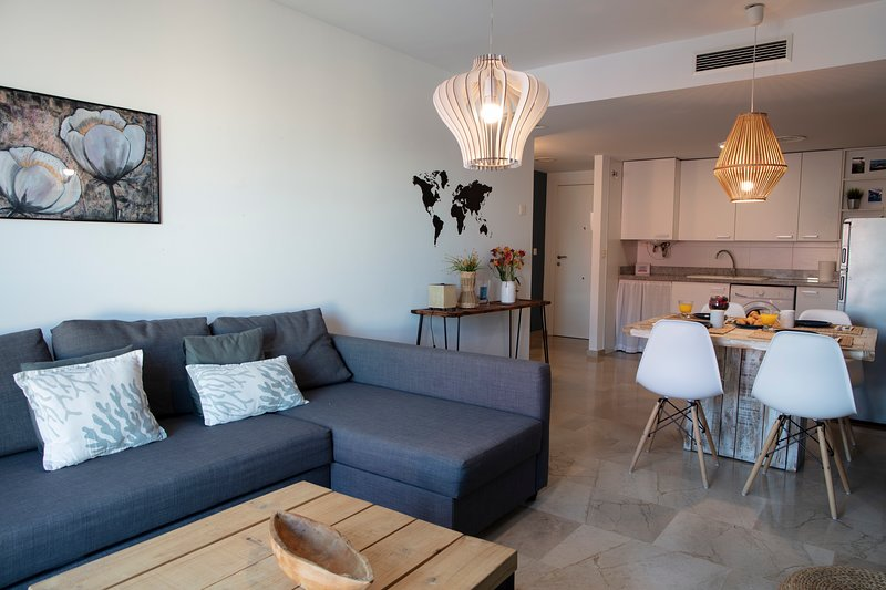 Beautiful One Bedroom Wifi Apartment Near Malvarrosa, holiday rental in Montroy