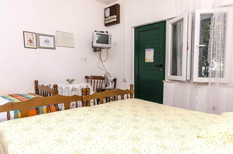 Flooring,Floor,Furniture,Bed,Bedroom