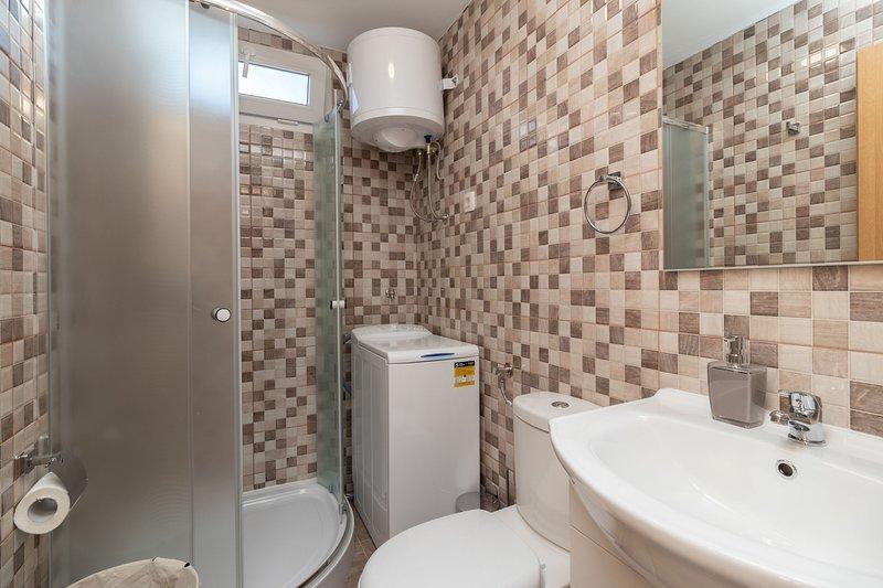 Room,Indoors,Bathroom,Toilet,Tile