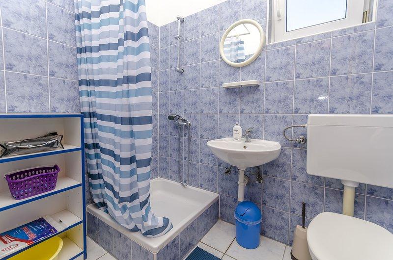 Room,Indoors,Bathroom,Tub,Bathtub