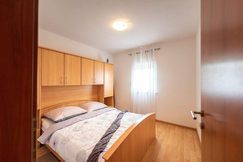 Flooring,Hardwood,Floor,Furniture,Bed