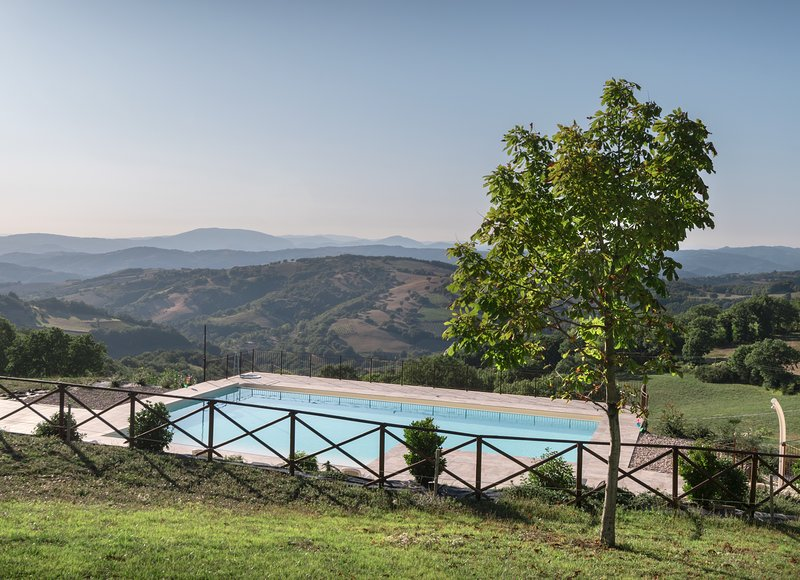Appartamento tra le montagne con piscina ad Assisi, holiday rental in San Presto