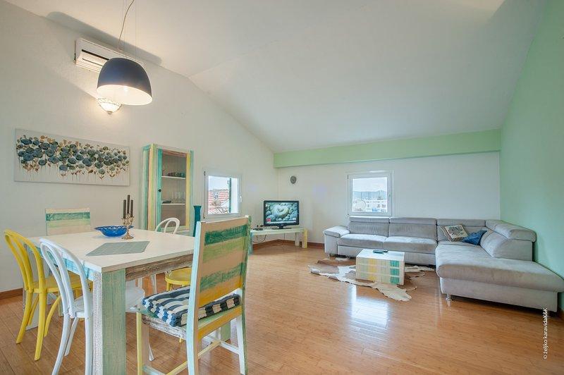 Flooring,Furniture,Chair,Hardwood,Floor