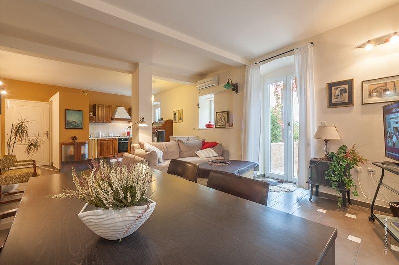 Indoors,Living Room,Room,Flooring,Hardwood