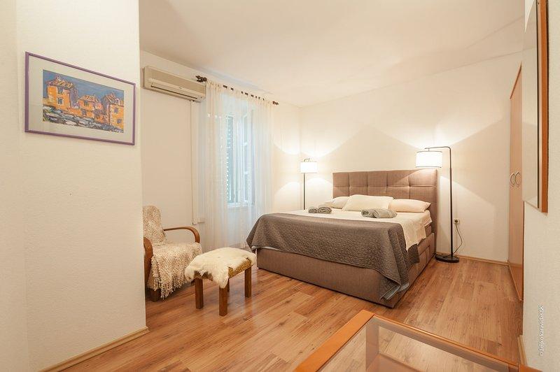 Flooring,Floor,Hardwood,Room,Bedroom