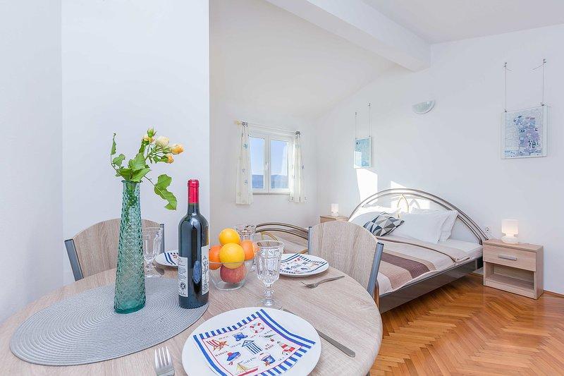 Mobili, interni, decorazioni per la casa, camera, tavolo