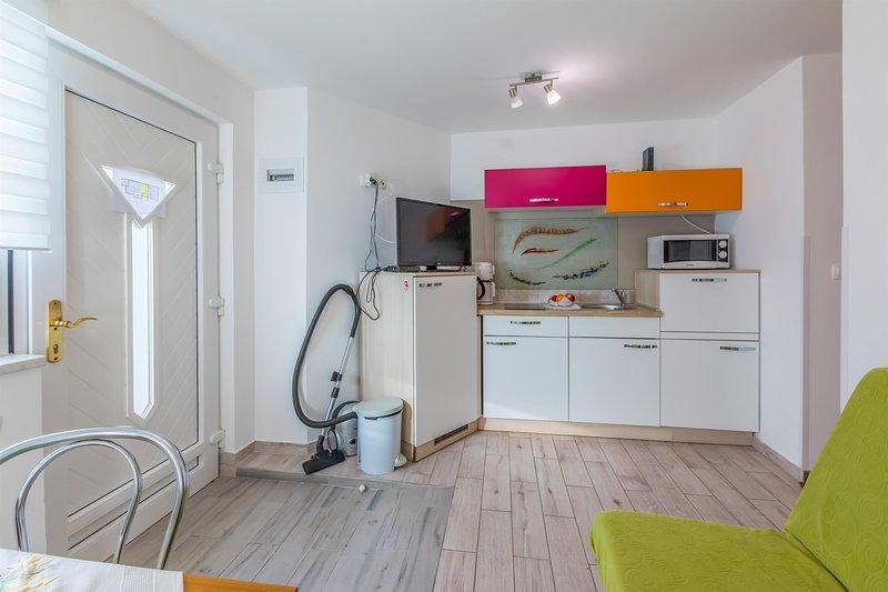 Pavimento, Ambientazione interna, Camera, piano, cucina